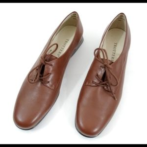 Trotters Lace-up Leather Reba Flats  9.5 Narrow